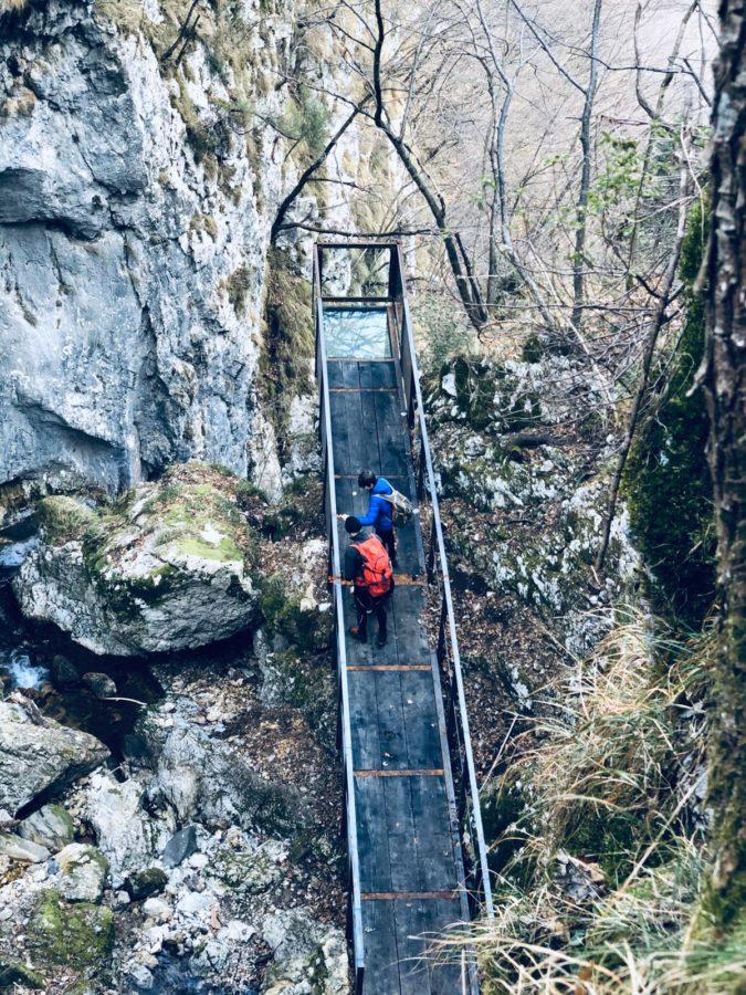 VISTA DALL'ALTO- CUBO DI VETRO – passerella cascata brezzavalle Monte Pasubio – carlo costa architetto –